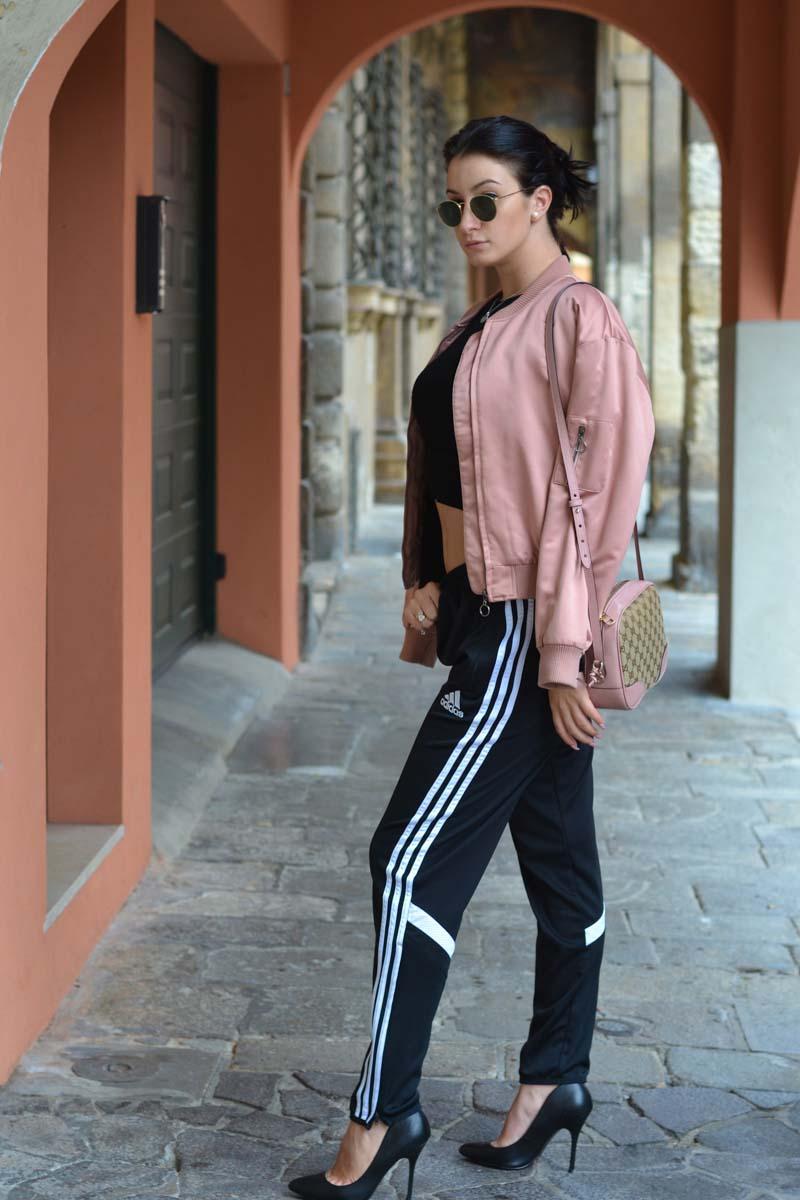 Come indossare la tuta da ginnastica con stile